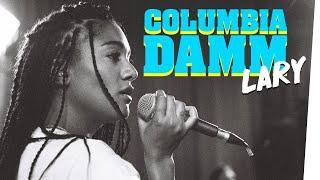 "Musikerin LARY singt ""Columbiadamm"" im Bongo Boulevard"