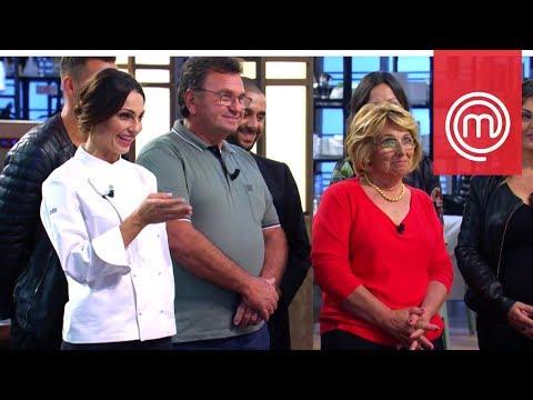 La mamma e la famiglia di Anna Tatangelo a Celebrity MasterChef Italia 2
