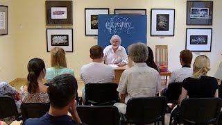 Краснодарский каллиграф впервые открыл выставку в родном городе