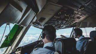 Cockpit-View of Condor-Flight DE4228: Landing in Capetown (Boeing 767-300)