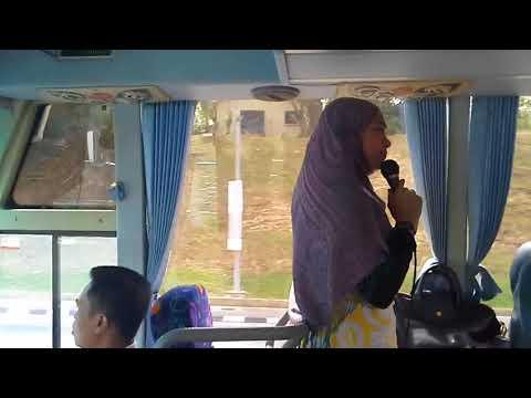 Tour guide in bus praising Sultan of Brunei