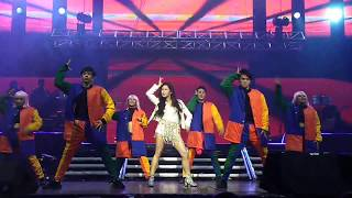Kisses Dancing with pizzazz at her Kia solo concert.