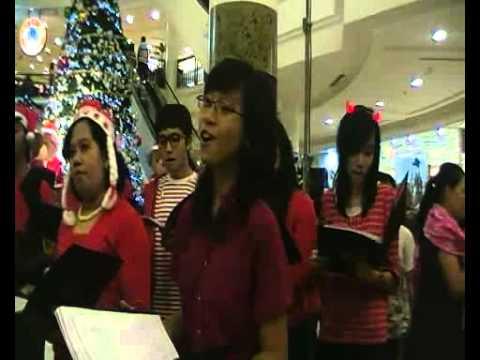 caroling christmas at Bandung Super Mall 2010.mp4