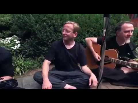 Bule pinter nyinden lagu jawa