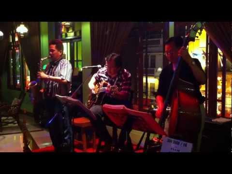 Cotton Jazz Bar at Shanghai Mansion boutique hotel Bangkok.MOV