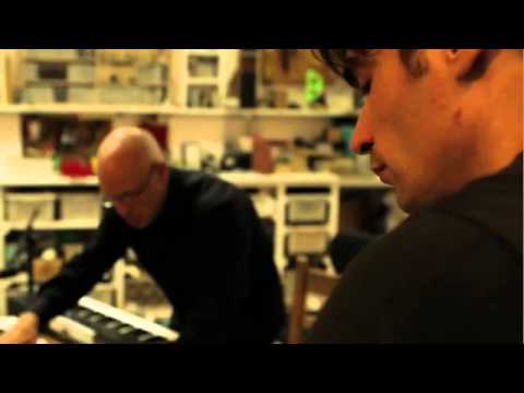 Brian Eno - Seven Sessions On A Milk Sea (1) : Instant Nuclear Family