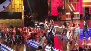 Daddy Yankee y Luis Fonsi en los premios billboard 2017 cantando Despacito
