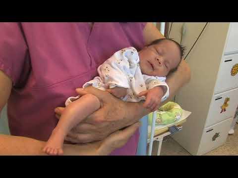 HANDLING novorozenec