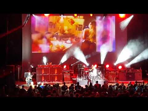 Sammy Hagar & The Circle Intro/There's Only One Way to Rock/Poundcake