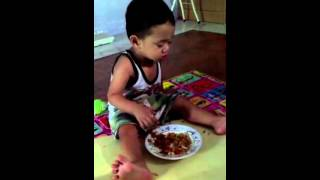 Video Anak Kecil Lucu Makan sambil ngantuk