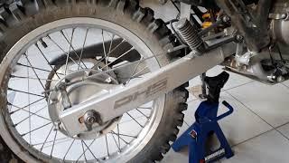 Ajustar tensar estirar cadena de moto Honda Tornado Xr 250 parte 1/2