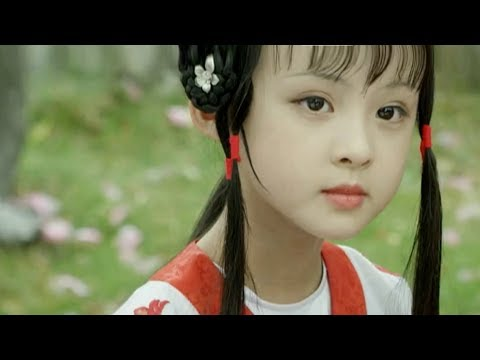 The new version of traditional Chinese play performed by child stars becomes online hit.