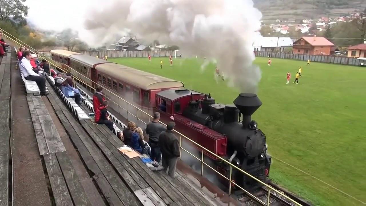 ZUG IM STADION! Dampflok fährt in Čierny Balog über den Fußballplatz