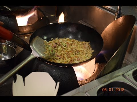 WORLD'S BEST NOODLES, WORLD'S BEST STREET FOOD, MUST EAT STREET NOODLES,  WOK TO WALK INDIA DELHI