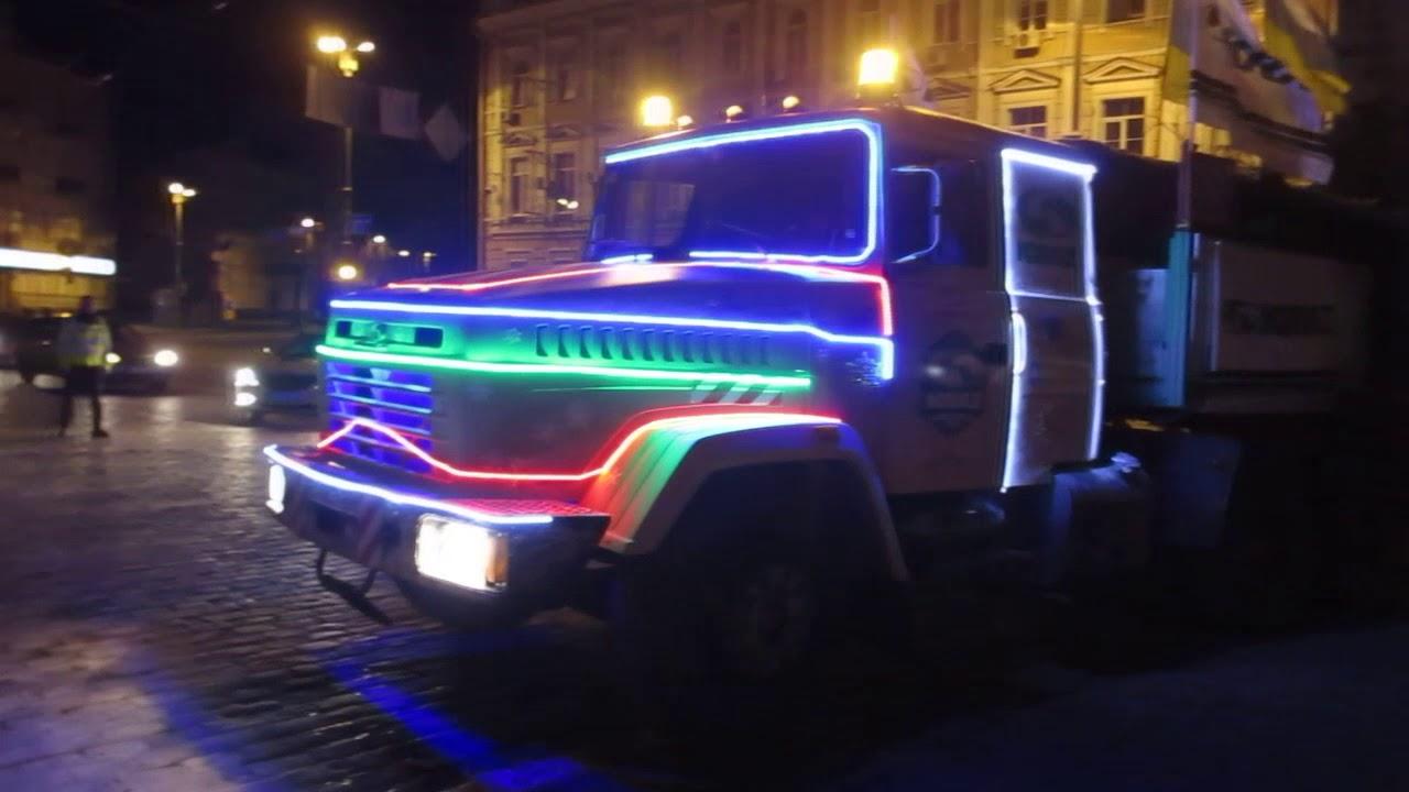 КрАЗ доставил главную елку страны (видео)