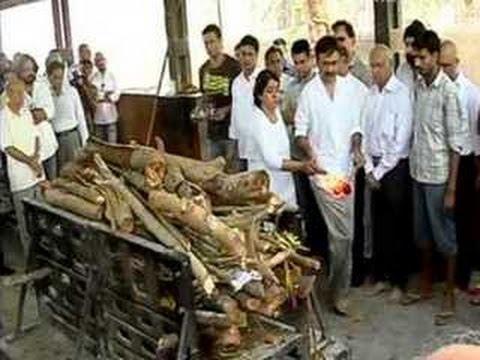 Aamir Khan, Sharman Joshi at Rajkumar Hirani's father's funeral Mp3