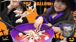 海外のハロウィンは日本と違って学校の飾り付けでさえ血が飛び散り、手...