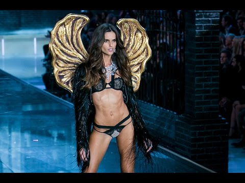 Dazzling Victoria's Secret show, despite slow sales | CNBC International