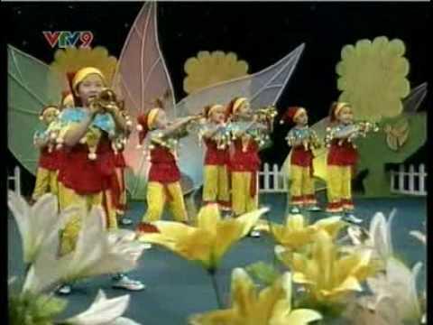 Jessica Le (Khanh Linh) on VTV 9 2010-03-25 - Đội kèn tí hon