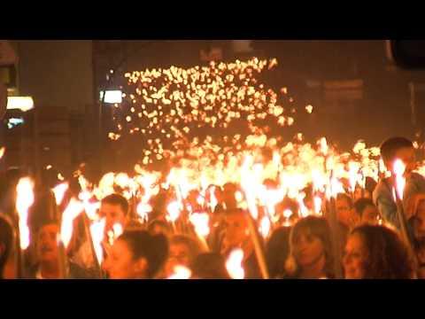 Un año más, la multitudinaria bajada de antorchas de Muskiz no ha defraudado.