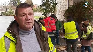 Interview d'un gilet jaune devant l'hôpital de Saintes