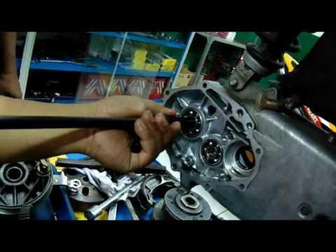 Cara melepas bearing gear box CVT oleh HTC 1 ( Honda Training Centre )