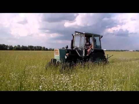 Трактор ЮМЗ и роторная косилка