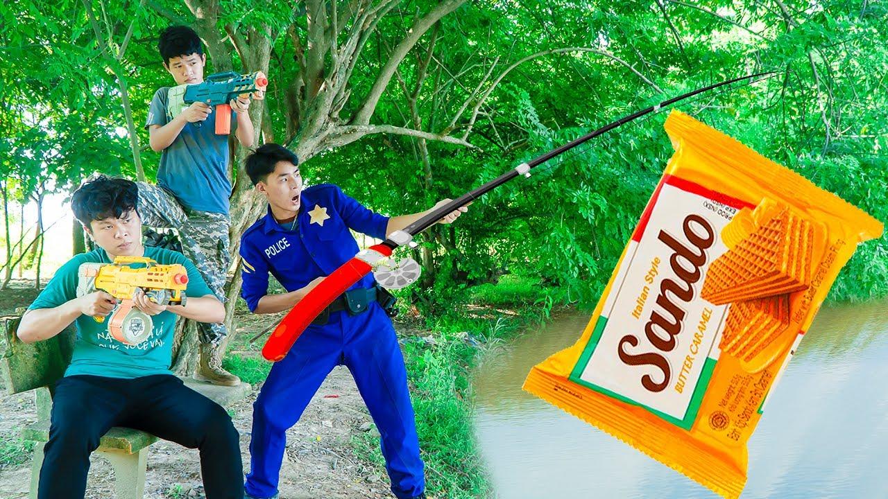 Battle Nerf War LANDLORD go fishing Sponge nerf & Blue Police nerf guns Fishing Sando Candy Battle