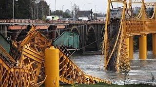 شاهد..سقوط قطار في تشيلي بعد انهيار جسر للسكة الحديد