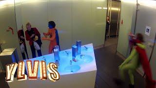 I kveld med Ylvis - Superboys på toalettet