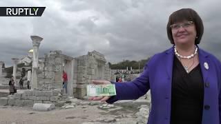 Жителям Крыма продемонстрировали новые купюры в 200 рублей