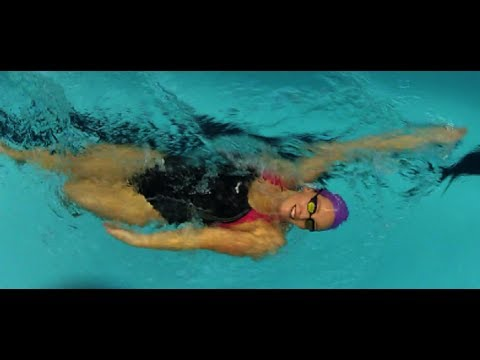 Champion GB swimmer Francesca Halsall underwater training
