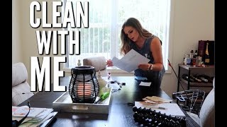 CLEAN WITH ME | Casey Holmes