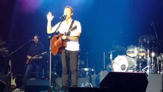 Bryan White thanks Alden Richards at Manila concert