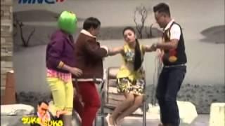 [Lucu Gokil] Siti Badriah [Hipnotis Uya Kuya] - Goyang Seksi Jatuh Di Pangkuan Uya - Astrid Marah [1