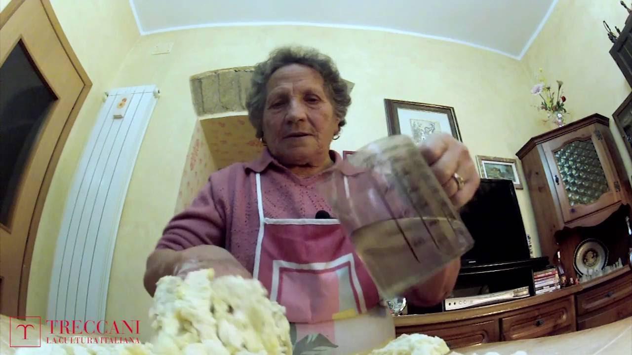 Nonne d italia in cucina cavatelli mollicati youtube - Nonne in cucina ...