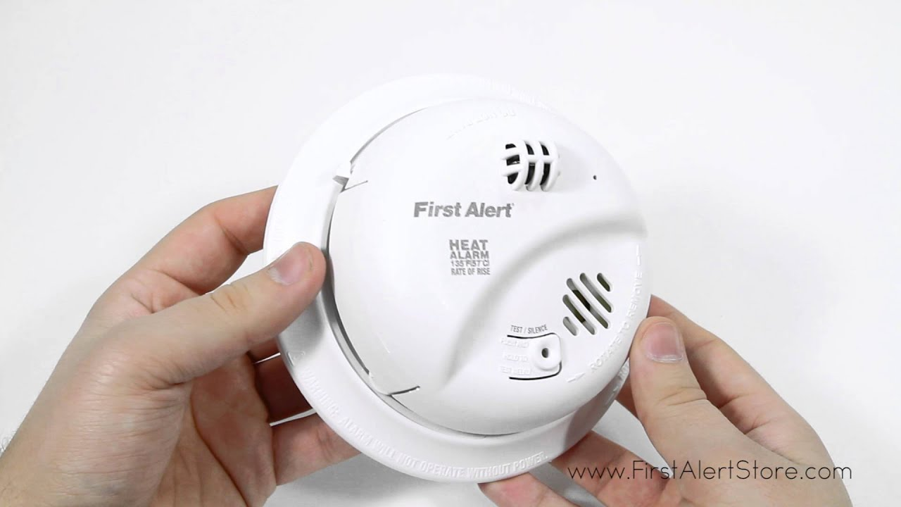 First Alert Hardwired 120-Volt Heat Alarm with Battery Backup (HD6135FB)