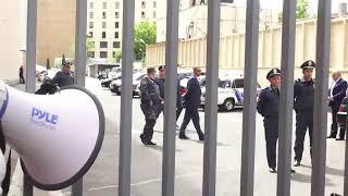 «Տարոն, դուրս արի». ցուցարարները փակեցին Երեւանի քաղաքապետարանի մուտքը