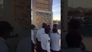 بنات من الطائف يضربون حراس امن بس الاخير رهيب😂