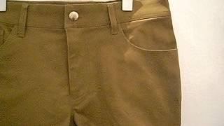 さて、今回は夏にピッタリのショートパンツをご紹介いたします。 夏にピッタリのオーダーメイドショートパンツはカーキ色のジーンズ生地で お仕立てをさせていただきました。
