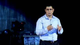 Трябва ли да преодолеем телата си? | Стоян Ставру | TEDxBG