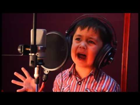 мальчик поет песню Далера Назарова