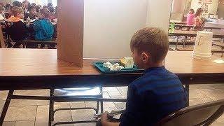 Mum besuchte ihren Sohn in der Schule. Dann sah sie, wie die Lehrer es getan hatten und war empört!