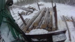 Погрузка леса в делянке. Урал лесовоз Атлант С-90. От первого лица.