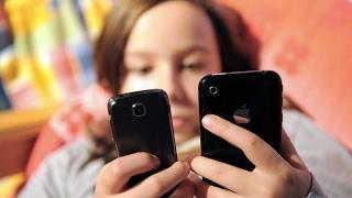 أخبار تكنولوجيا - #تطبيق جديد يساعد #الآباء على مراقبة هواتف #الأبناء وما يرسلونه