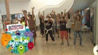 La Coreografia Del Flashmob Il Coccodrillo Come Fa Città Dello Zecchino 2013
