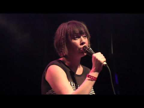 """The Bird And The Bee - """"Sara Smile""""  A Hall & Oates Cover (Live at The El Rey in L.A.  03-05-10)"""
