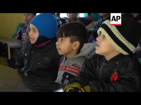 Mosul kids go back to school in damaged classrooms