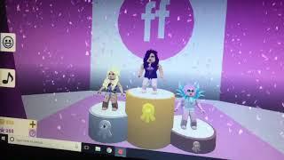 Mega Io joue Fashion Famous sur Roblox