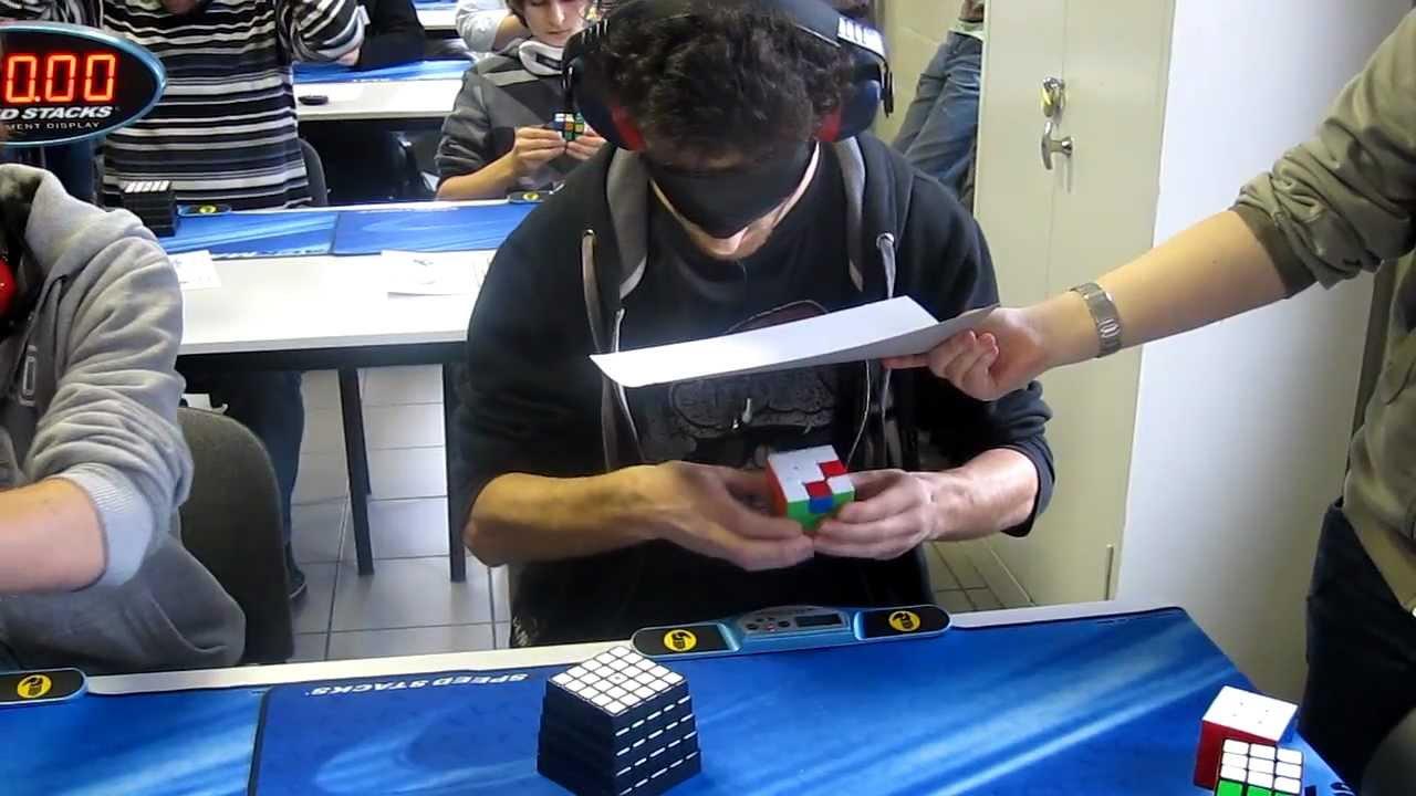 28,8 secondes pour résoudre un Rubik's Cube à l'aveugle